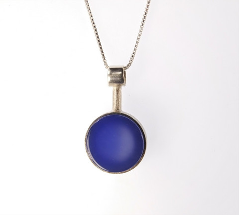 Silver pendant with blue agate
