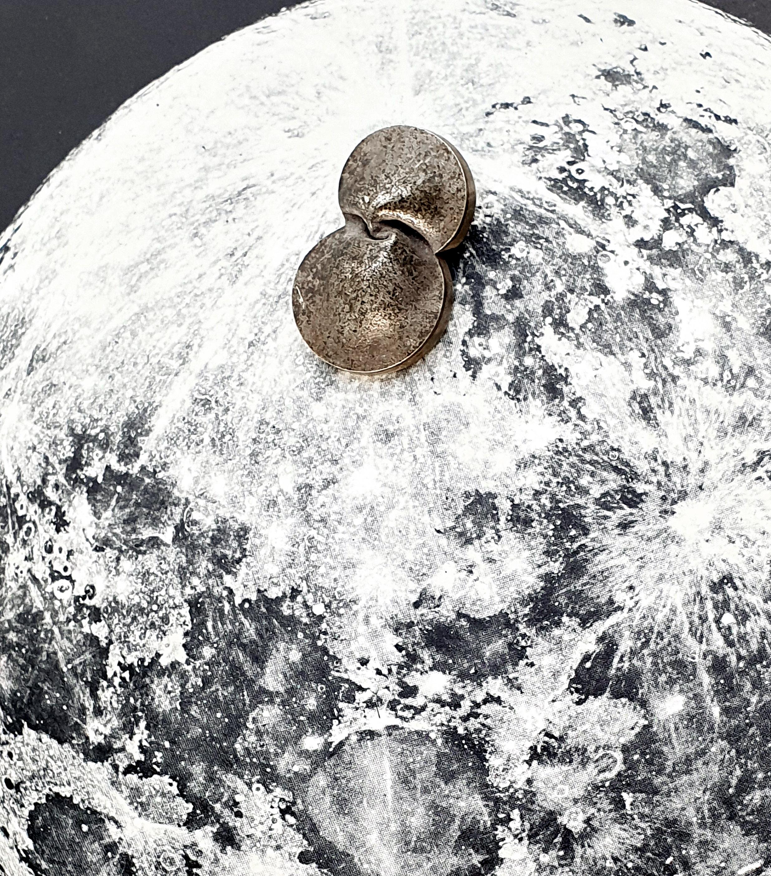 Avaruuskoruja ja kuun hopeaa