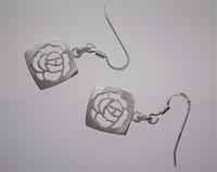 Ruusuneliö korvakorut