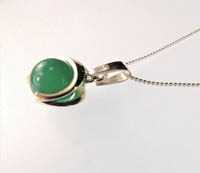 Vintage silver pendant with green agate