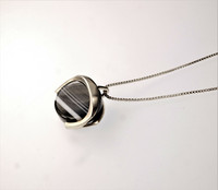 Vintage silver pendant with agate