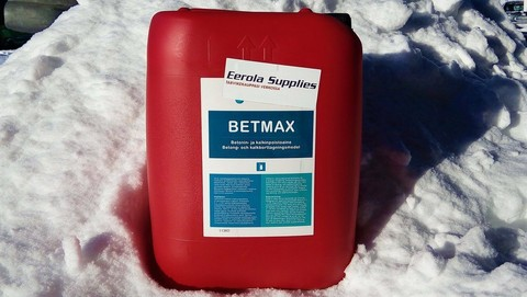 Betonin- ja kalkinpoistoaineet Betmax ja Bet-Clean Ultra. Kumpi sopii juuri sinun tarpeisiin paremmin ja miten ne eroavat toisistaan?