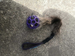 BERRA Ultimate bungee toy with real fur Lilac ball black handle