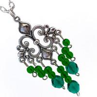 vihreät helmet kaulakoru