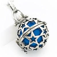 tähtipallo tummansinisellä pallolla