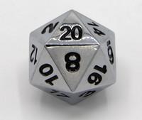 Metallinen D20 noppa, hopea, mustat numero
