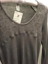 Engel naisten silkkivillainen paita koristepitsillä