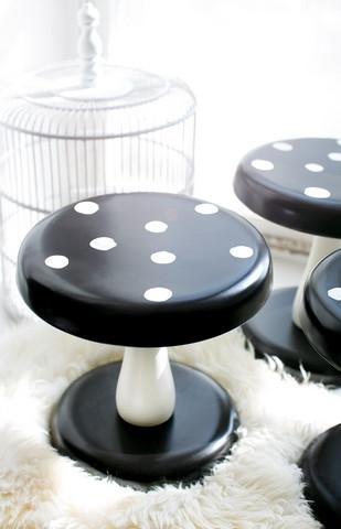 Mustavalkoinen sienijakkara (jono)