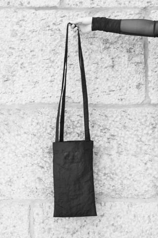 Roikkuu mukana -laukku/ AHTINNA KOLEA