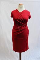 Pariisin malliston punainen kapea mekko