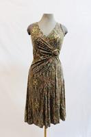 Pariisin malliston ornamenttikuvioinen mekko