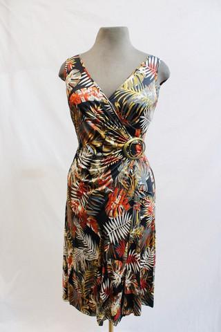 Pariisin malliston saniaisenlehtikuvioinen joustava mekko