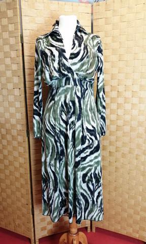 Vihreä kuviollinen mekko