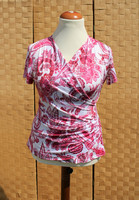 Pariisin malliston vaaleanpunainen pusero
