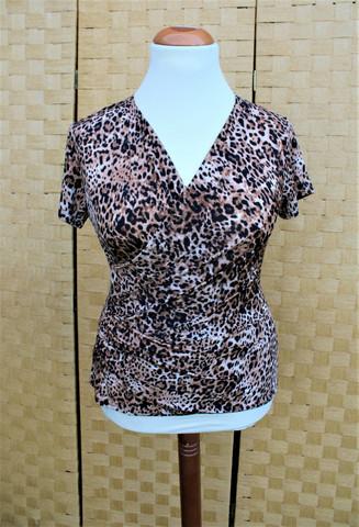 Pariisin malliston leopardi kuviollinen pusero