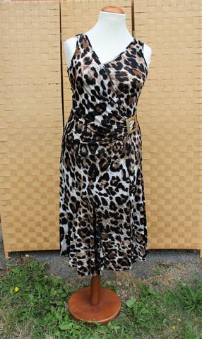Pariisin malliston leokuvioinen mekko