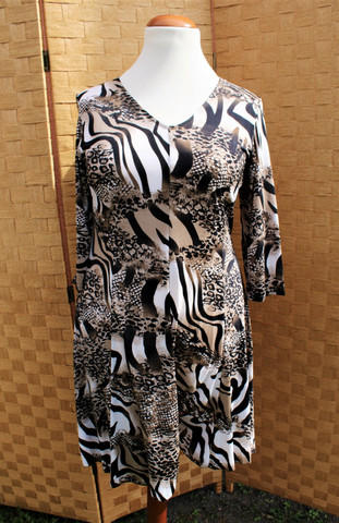 Ruskea mustavalkoinen mekko mallinen tunika