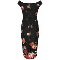 Musta ruusukuviollinen mekko