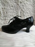 Leveälestinen musta nahkainen kävelykenkä, juhlakenkä, tanssikenkä