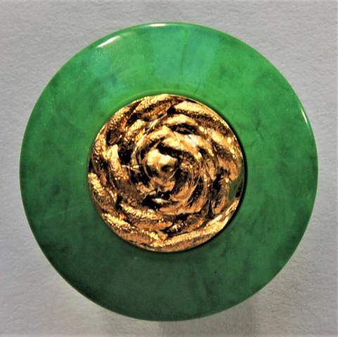 Vihreä kultakoristeinen nappi, 22 mm