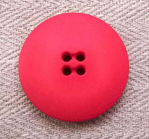 Punainen takinnappi, 34 mm