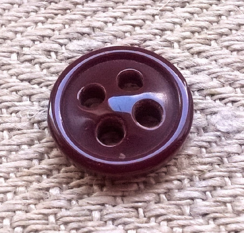 Tummanpunainen pieni, 10 mm