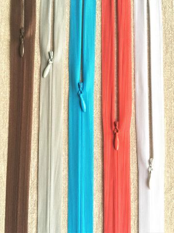 Piilovetoketju 35 cm, useita värejä