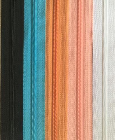 Takkivetoketju, spiraaliketju 40 cm, useita värejä