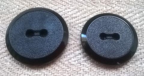 Musta perusnappi, 23 mm