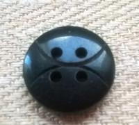 Musta nappi kuviollinen, 13 mm ja 15 mm