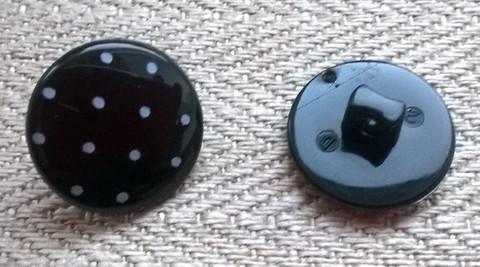 Musta valkopilkullinen kantanappi, 15 mm