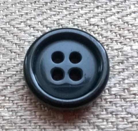 Musta perusnappi, 15 mm