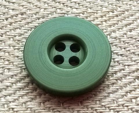 Sammaleenvihreä nappi, 16 mm