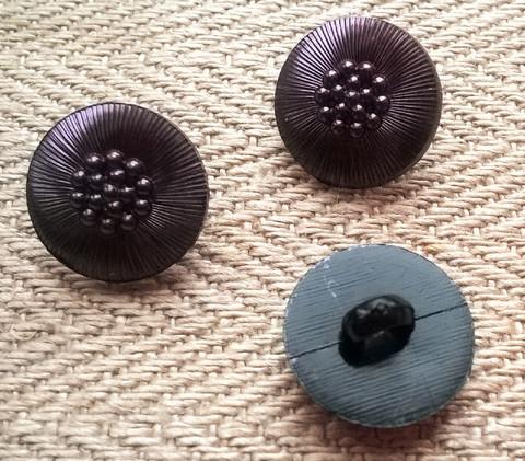 Punertavan lila koristenappi pieni, 12 mm