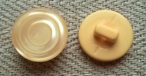 Persikansävyinen kantanappi, 14 mm