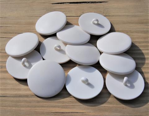 Valkoinen kantanappi, koot 31 ja 36 mm
