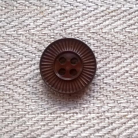 Ruskea perusnappi kuviollinen, 14 mm