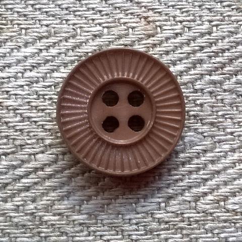 Hiekanruskea kuviollinen perusnappi, 14 mm