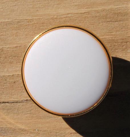 Valkoinen kultareunuksinen kantanappi, 15 mm