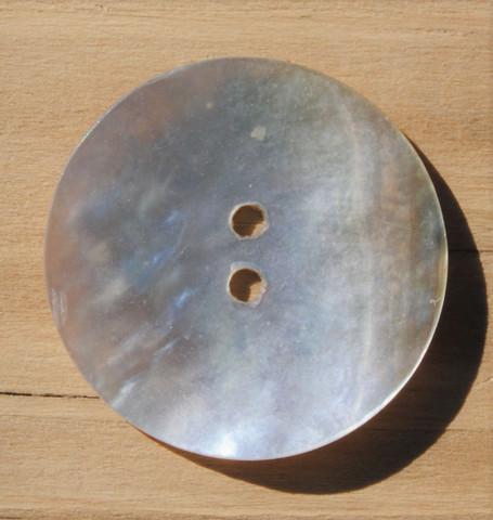 Valkoinen helmiäisnappi,  22 mm
