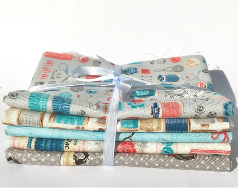 Stitch in Time -sarjan Fat Quarter -nippu, 5 kpl (sinisävyinen)