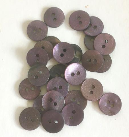 Tummanvioletti helmiäisnappi, 11mm