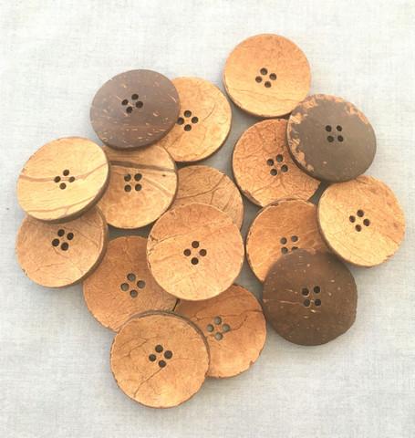Pyöreä nappi kookoksenkuoresta, 38 mm