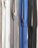 6 mm vetoketju, pituus 20 cm, 7 väriä