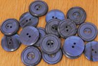 Tummanvioletti nappi, 23 mm