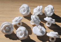 Valkoinen ruusukantanappi, 13 mm