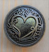 Sydänkuvioinen metallinappi, 25 mm