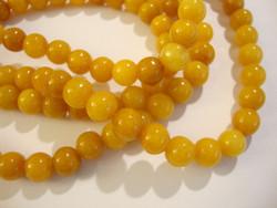 Jade värjätty keltainen / meripihkan värinen pyöreä 10 mm (30 kpl/pss)