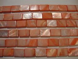 Simpukkahelmi vaalean punainen 10 x 15 mm (n.26kpl/nauha)