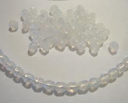 Tsekkiläinen fasettihiottu lasihelmi pyöreä läpikuultava valkoinen 4 mm (100/pss)